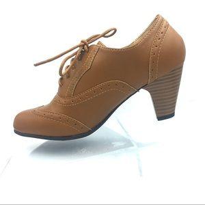 Oxford Brogue Heel Pumps - Round Toe in Tan